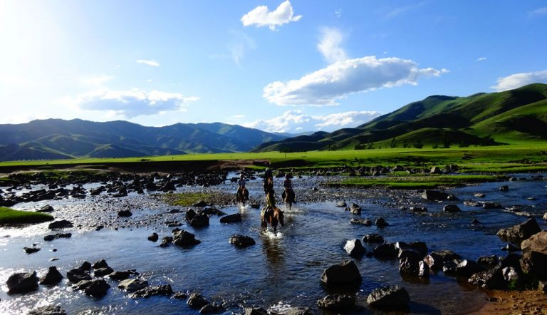 Saraa's Horse Trek Mongolia | Eight Lakes Trek